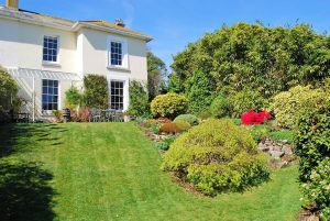 5 bed semi detached house