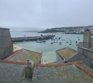 2 bed town house in central St Ives.