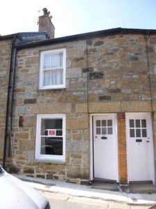 2 Bedroomed Fisherman's cottage in central Newlyn.